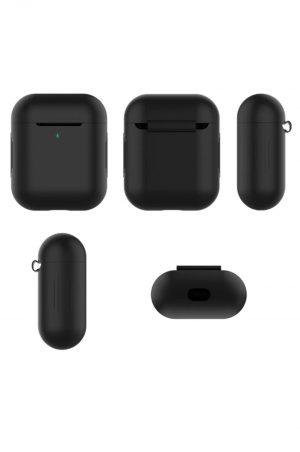 Fem svarta airpods soft cover fodral i olika vinklar