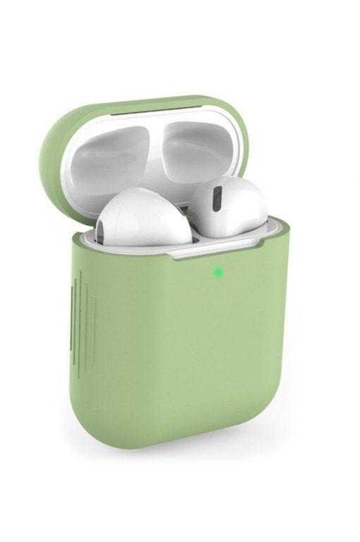 airpods i ett ljusgrönt fodral